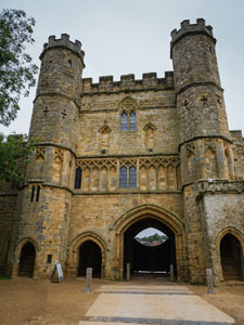 Battle Abbey gates front view